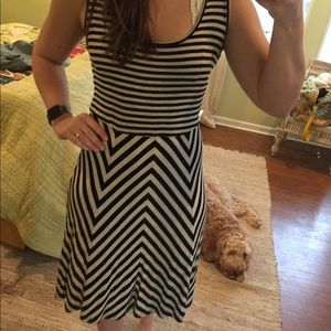 Black and cream stripped sleeveless dress